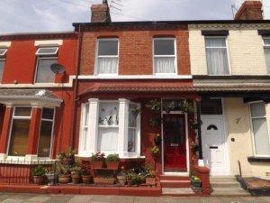 Первый дом Джона Леннона уйдет с молотка 29 октября. Как сообщает    Examiner ,   речь идет о здании по адресу 9 Newcastle Road в ливерпульском районе Penny Lane.