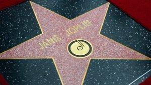 Дженис Джоплин удостоена почетной звезды на голливудской Аллее славы. Это случилось спустя четыре десятилетия после смерти легендарной певицы.