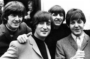 Music Week опубликовал  рейтинг  самых пиратируемых исполнителей современности по версии MUSO, организации, основанной в целях борьбы с распространением нелегального контента. Сомнительной чести возглавить список удостоились, разумеется, The Beatles, лидирующие с грандиозным отрывом. Подсчет учитывает аудиофайлы, загруженные на файлообменники, потоковые сервисы и через торренты.Топ-10 групп и исполнителей, чьи песни пользователи чаще всего заливают в сеть (цифра в скобках - число нелегально загруженных треков):