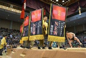 Бывший участник группы The Beatles Пол Маккартни  стал спонсором  японской команды борцов сумо.