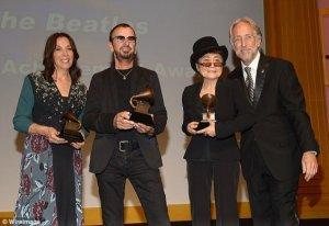 В субботу Ринго Старр, Йоко Оно и Оливия Харрисон получили почетную премию Грэмми, присужденную Битлз. Об этом сообщает   The Belfast Telegraph .  Пол Маккартни прийти на церемонию Special Merit Awards не смог, поскольку репетировал для  основного выступления на Грэмми .