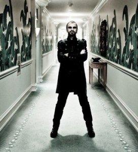 Гитарист Стив Люкатер принимает участие в записи  нового альбома Ринго Старра . Об этом заявляет   E xaminer  со ссылкой на твиттер Люкатера.