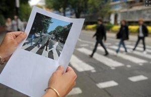 На знаменитой зебре у Abbey Road может появиться дежурный, регулирующий движение транспорта. Как сообщает  Би-би-си , в настоящее время такую инициативу рассматривает Вестминстерский городской совет.