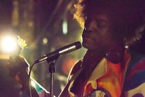 В сети появились первые фото рэппера Андре Бенджамина (Andre 3000) в роли Джими Хендрикса (Jimi Hendrix) для будущего байопика о легендарном гитаристе. Снимки появились на сайте Международного кинофестиваля в Торонто, в рамках которого в сентябре состоится мировая премьера фильма «All Is By My Side».