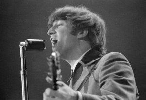 Джон Леннон вновь вошел в список самых богатых покойных звезд. С октября 2013 по октябрь 2014 года наследие музыканта принесло прибыль в $12 млн. долларов. В списке самых богатых покойных звезд,  составленном журналом Forbes , экс-битл занял 7 место.