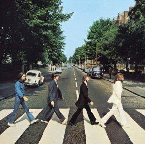 В Лондоне автомобилист сбил девушку на прославленной группой Beatles улице Abbey Road, сообщает  Daily Mail .