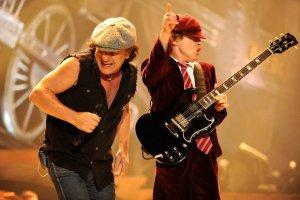 AC/DC обнародовали заглавный трек грядущего альбома «Rock Or Bust». Напомним, что пластинка прервет 6-летнее молчание легендарных рокеров и станет первой без оригинального ритм-гитариста Малькольма Янга, который страдает от деменции (релиз состоится 2 декабря на лейбле Columbia Records)