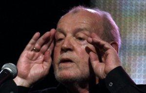 Британский музыкант Джо Кокер скончался в возрасте 70 лет от рака легких. Об этом сообщила радиовещательная корпорация Би-би-си.Музыкант умер в США, в штате Колорадо, где он жил многие годы. За свою карьеру Кокер записал 40 альбомов. В 1983 году он был награжден престижной американской премией Grammy.