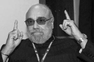 Умер греческий певец Демис Руссос. Музыкант скончался на 69-м году жизни, сообщает Le Figaro со ссылкой на дочь музыканта. Причина смерти пока неизвестна.