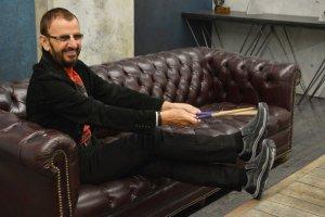 Ринго Старр выступил в качестве  представителя линии обуви Skechers Relaxed Fit , сообщает    E xaminer . В ролике от  Skechers битл рассказал о рекламной кампании, а также о своих грядущих гастролях и новом альбоме.