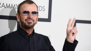 Ринго Старр (Ringo Starr) презентовал видеоролик на песню «Postcards From Paradise» с готовящегося к выпуску одноименного альбома. Трек наверняка привлечет внимание поклонников Beatles, которых хлебом не корми – дай отгадать какую нибудь загадку.