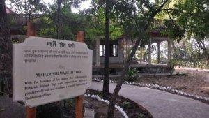 Заброшенный ашрам в Ришикеше, где когда-то учились медитировать Битлз, официально открылся для публики, сообщает    Би-би-си . Ливерпульская четверка приезжала в этот духовный центр в 1968 году. Тогда ашрамом управлял колоритный самопровозглашенный индийский гуру Махариши Махеш Йоги. Он и его последователи покинули центр в 1970-х годах, а в 2003 году достопримечательность перешла в ведение местного департамента лесного хозяйства.