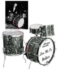 Барабанная установка  Ludwig,  на которой играл Энди Уайт во время записи песни  Love Me Do,  выставлена на торги. Как сообщает   Examiner ,  онлайн-аукцион состоится 30 июня. Продажей занимается  Nate D. Sanders Auctions.  Минимальная ставка –  $150  тыс.