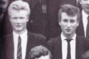 Скончался Пит Шоттон – друг Джона Леннона и участник группы The Quarrymen. Ему было 75 лет. Об этом сообщает  Billboard . По имеющимся данным, причиной стал сердечный приступ.