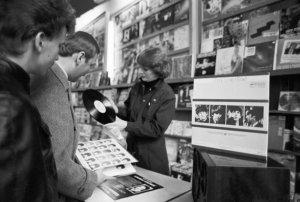 Так получилось, что впервые альбомы The Beatles были легально изданы в СССР лишь в пору «перестройки», в 1986 году, когда самой группы не существовало уже больше 15 лет. По некоторым сведениям, это произошло именно 29 марта.