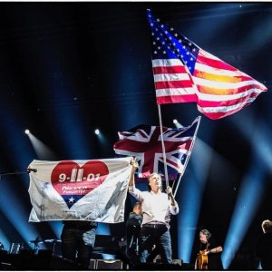 Пол Маккартни посвятил концерт в Ньюарке жертвам терактов 11 сентября 2001 года, сообщает  Rolling Stone . Выступление состоялось в 16-ю годовщину трагедии.  Мы против подавления, предрассудков и насилия. Мы за любовь, дружбу и свободу, – сказал сэр Пол.  В конце шоу он вышел на сцену с баннером 9/11 Never Forgotten, флагами США и Великобритании, а также с флагом цветов радуги.  Концерт продолжался почти три часа. Маккартни исполнил около 40 песен, в том числе Love Me Do в честь Джорджа Мартина, Here Today в честь Джона Леннона и Something в честь Джорджа Харрисона.   Зрители были разных возрастов. Например, можно было увидеть женщин с плакатом Friends Since Shea.