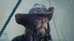 Пол Маккартни опубликовал в своем  инстаграме  небольшое видео со съемок в фильме Пираты Карибского моря: Мертвецы не рассказывают сказки.  В ролике можно увидеть кадры с поющим сэром Полом. Как отмечается, во время съемки этого фрагмента на площадке стояла полная тишина.  Кроме того, в видео есть Джонни Депп в образе капитана Джека Воробья.