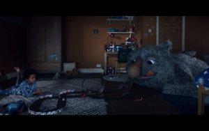 В рождественской рекламе британской сети универмагов John Lewis снова использовали кавер-версию песни Битлз. На этот раз выбор пал на композицию Golden Slumbers.  Рекламный ролик посвящен дружбе мальчика Джо и шумного Монстра, живущего под кроватью. Им так весело вместе, что Джо не спит ночью и засыпает днем. На Рождество мальчик получает подарок, который позволит ему наконец-то выспаться в нужное время.  Видео опубликовано на сайте YouTube. Режиссер — Мишель Гондри.   Кавер исполнила группа Elbow, сообщает  Metro . По словам вокалиста Гая Гарви, они с удовольствием участвовали в проекте. «Мишель Гондри и песня сделали за нас всю работу», – добавил он.  Кавер в исполнении Elbow войдет в их сборник Best Of, выход которого запланирован на 24 ноября.