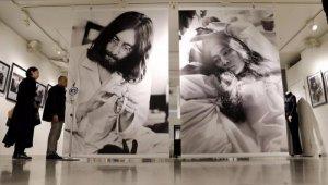 В пятницу, 8 декабря 2017 года, мир вспоминает Джона Леннона. В блогах и СМИ появляются различные материалы, посвященные этому музыканту.  Например, Ричард Портер в блоге Beatles In London  отмечает , что Леннон не был святым, он был несовершенным человеком, как и все мы, но Джон прожил полную жизнь, используя свою славу для выражения идеи мира и любви. «8 декабря мы будем вспоминать великую жизнь, а не бессмысленную смерть», – отмечается в посте.  На сайте Inside Edition можно прочесть большую  заметку , в которой полицейские и хирург, ставшие свидетелями трагедии в 1980 году, делятся своими воспоминаниями.  Издание South China Morning Post  рассказывает , как на гибель Джона отреагировали в Гонконге (за три года до смерти Леннон приезжал туда как турист).  Агентство Kyodo, со своей стороны,  сообщает , что 8 декабря в Токио открывается выставка, посвященная антивоенному перформансу Bed-In for Peace. Посетить экспозицию можно до 8 января 2018 года.