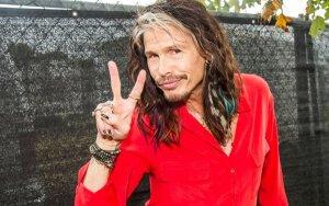 Стивен Тайлер из Aerosmith рассказал о недавней встрече с Полом Маккартни, сообщает  Parade .  По словам музыканта, он поехал в Лос-Анджелес, чтобы поработать над песней вместе с Нуно Беттанкуром. На следующий день Стелла Маккартни пригласила Стивена на вечеринку в дом отца.  Когда Тайлер вошел в особняк, оттуда выходил Dr. Dre. Потом Стивен столкнулся с Вилли Нельсоном.  «Половина контингента, который я оставил [на моей вечеринке в честь дня рождения] на Мауи, была там. Это было сумасшествие. Вуди Харрельсон, Опра [Уинфри], и это просто продолжалось и продолжалось», — заявил Тайлер.  По его словам, он поболтал с Маккартни, и это было как сбывшаяся мечта. В частности, музыканты поговорили о своих песнях. Кроме того, сообщил Стивен, он сыграл Ob-La-Di, Ob-La-Da на фортепиано.