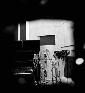 Пол Маккартни опубликовал «таинственную» фотографию в инстаграме. На снимок обратил внимание, в частности,  блог Beatles In London .  Фото сделано в студии. Никаких комментариев к снимку сэр Пол не оставил, но предполагается, что музыкант в скором времени выпустит новый альбом.  Официальной информации пока нет.