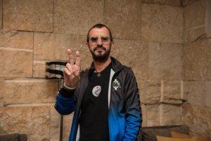 Ринго Старр приехал в Израиль в рамках своего гастрольного тура, сообщает  The Times Of Israel .  У музыканта запланировано два концерта в Тель-Авиве.  Это первый визит сэра Ринго в Израиль. Пол Маккартни выступал в этой стране в 2008 году.