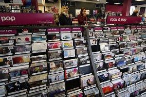 Rolling Stone  пишет   о том, что музыкальный рынок может сильно поменяться в ближайшем будущем. Эксперты музыкальной индустрии объясняют будущее физических носителей музыки, и почему растет ниша винила. Доклад публикует Ассоциация Звукозаписи Америки (RIAA).