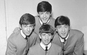 Ринго Старр в твиттере отметил 56-ю годовщину своего приглашения в Битлз, сообщает  NME .  «56 лет назад в среду, 15 августа, Джон, Пол и Джордж предложили мне стать частью Битлз. Это был отличный для меня день. Мира и любви», — заявил музыкант.  Историческое предложение было сделано в 1962 году. Ринго заменил Пита Беста.