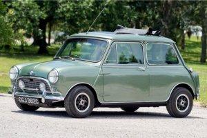 Автомобиль Mini Cooper S DeVille, принадлежавший Полу Маккартни, продан более чем за £182 тыс., сообщает  Motoring Research .  Аукцион  состоялся в субботу , 1 сентября, в Национальном музее автомобильного и грузового транспорта в Иллинойсе.  Как известно, Брайан Эпстайн заказал четыре такие машины в 1965 году — по одной для каждого участника Битлз. После распада группы автомобиль Маккартни перевезли в США — новый владелец был из Голливуда. В 2001-м Mini был отреставрирован, после чего продан, отмечает  Auto Classics .  Машину можно было увидеть в музеях и на выставках.