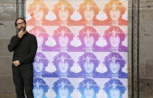 * NY Post: почтовая служба США выпустила марки с изображением Джона Леннона.