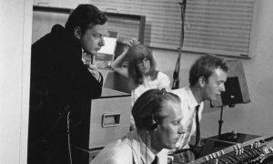 Скончался звукорежиссер и продюсер Джефф Эмерик, сообщает  The Guardian . Ему было 72 года. Причиной смерти стал сердечный приступ.