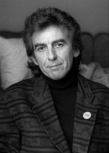 25 февраля 1943 года в Ливерпуле родился Джордж Харрисон - английский рок-музыкант, певец, композитор, писатель, продюсер и гитарист, получивший наибольшую известность как участник The Beatles. Харрисон занимает 21 место в списке 100 величайших гитаристов всех времён по версии журнала Rolling Stone.