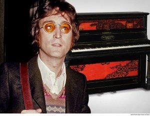 На торги выставлено фортепиано, на котором Джон Леннон сочинил песни Lucy in the Sky with Diamonds и A Day in the Life. Об этом сообщает  People . Как ожидается, стоимость лота составит до $1,2 млн.  Музыкальный инструмент от John Broadwood and Sons датируется 1872 годом. По имеющимся данным, Леннону он принадлежал с 1966 года. Впоследствии Джон передал фортепиано одному из своих друзей.  Впервые музыкальный инструмент продали из частной коллекции на аукционе Sotheby's в Лондоне в сентябре 1983 года. Новые торги стартуют 10 апреля.