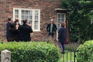 Джон Бон Джови посетил дом детства Пола Маккартни в преддверии своего выступления на стадионе «Энфилд», сообщает  Liverpool Echo .