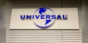 Китайская компания Tencent Holdings Ltd ведет переговоры о покупке до 20% Universal Music Group у французского медиаконгломерата Vivendi, сообщает  Reuters .  UMG принадлежат права на распространение записей Битлз.  В рамках сделки Universal Music Group оценивается примерно в €30 млрд. Обсуждения находятся на предварительной стадии.  У Tencent уже есть доли в таких стриминговых сервисах, как Spotify, Gaana и Tencent Music Entertainment Group. Ей же принадлежит приложение Joox.  Кроме того, музыкальному подразделению Tencent принадлежат эксклюзивные права на сублицензирование контента Universal для других провайдеров в Китае. Стороны также принимали участие в строительстве Abbey Road Studios в КНР.