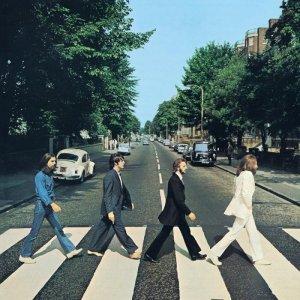 Сегодня отмечается полувековой юбилей легендарного перехода группы The Beatles через улицу Abbey Road! Один из фотодублей данного действа и стал обложкой последнего записанного альбома Битлз.