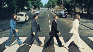 50 лет назад The Beatles выпустили альбом, названный в честь самой обыкновенной лондонской улицы. Хронологически последний диск Битлз – одна из самых известных пластинок в истории рок-музыки, и обложка, и каждая нота которой еще с детства «записана на подкорку» у многих поколений меломанов. После выхода «Abbey Road», и сама улица, и студия звукозаписи, расположенная там, мгновенно стали знаменитыми.