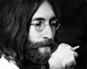 Сегодня все, кому неравнодушны The Beatles (и вообще, музыка) вспоминают Джона Леннона, которому могло бы исполниться 79. Каким был бы Леннон в 2019 году? Для ливерпульского генотипа это вполне активный (пусть и почтенный) возраст. Одноклассников Леннона можно запросто встретить в ливерпульской гостинице Adelphi на The Beatles Convention с пинтой Гиннеса в одной руке, и девушкой лет на 40 моложе в другой. С учетом того, что в 1980-м Джон собирался расстаться с Йоко и отправиться в мировой тур - вполне возможный вариант.