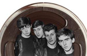 На торги аукционного дома Sotheby's выставлено первое демо Битлз, принадлежавшее Брайану Эпстайну. Об этом сообщает  Beatles Magazine UK .  Речь идет о записи, которую группа сделала для Decca Records 1 января 1962 года и в отношении которой глава A&R Дик Роу сказал, что «гитарные группы выходят из моды».  Уникальность демо в том, что там представлены немного более длинные версии песен. Всего Эпстайну дали две пленки, сохранилась только одна. Стоимость лота оценивается в сумму от £50 тыс. до £70 тыс.  Специальный аукцион в честь ливерпульской четверки пройдет 13 декабря.