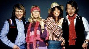 ABBA могут выпустить новые песни осенью 2020 года. Об этом рассказал участник группы Бенни Андерcсон. Видео с музыкантом было опубликовано в фанатском Twitter-аккаунте  ABBA Talk .