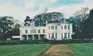 * Титтенхёрст-парк(англ.Tittenhurst Park)— усадьба в графствеБеркшир неподалёку отАскота. Расположена на 29газемельных угодий, рядом с границей сСуррейем.