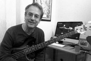 Умер заболевший коронавирусом бас-гитарист Мэтью Селигман (Matthew Seligman). Об этом в своем Facebook  сообщил  певец и гитарист Томас Долби.