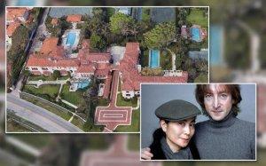 Бывший особняк Джона Леннона и Йоко Оно в Палм-Бич выставлен на продажу за $47,5 млн, сообщает  The Real Deal .  По имеющимся данным, супруги купили дом в январе 1980 года за $725 тыс. Йоко продала эту недвижимость в 1986-м за $3,15 млн.  Нынешние владельцы — бывший топ-менеджер инвестиционного банка Bear Stearns Джон Сайтс и его жена Синди Сайтс. Они приобрели особняк в 2016 году за $23 млн.  Дом был построен в 1920 году. Дизайн разработал архитектор Эддисон Мизнер.