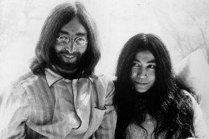 Йоко Оно заявила, что открыт предзаказ на ее мемуары «John & Yoko/Plastic Ono Band», сообщает  MetalheadZone . Книга  выйдет 6 октября 2020 года .  «Помните, что мечта, о которой вы мечтаете в одиночку, остается мечтой. Мечта, о которой вы мечтаете вместе, становится реальностью. С любовью, Йоко», — заявила художница на своей странице в твиттере.  Помимо информации о периоде жизни Джона Леннона после встречи с Йоко и распада Битлз, книга включает редкие фотографии.