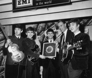 Пол Маккартни якобы может представить битловскую версию Just Fun в честь 80-летней годовщины со дня рождения Джона Леннона, пишет  The Daily Beatle  со ссылкой на появившиеся в интернете слухи.  Фрагмент песни в исполнении сэра Пола вошел в программу для радио «Би-би-си», где интервью у Маккартни взял Шон Леннон. Это и стало поводом для предположений, согласно которым битловская Just Fun может быть выпущена в октябре.  Около 20 секунд этой композиции прозвучали в фильме Let It Be еще в 1970 году. С тех пор сэр Пол несколько раз исполнял короткие отрывки из нее в разных радио- и телепрограммах.  Текст был таким:  We said that our love was just fun The day that our friendship begun There's nobluemoon that Ican see There's ever been in history Becauseour love was just fun…  Предполагаемый второй куплет был впервые исполнен Маккартни во время саундчека в Цюрихе 2 июня 2004 года. Неофициальная запись, к сожалению, была сделана издалека, поэтому разобрать слова невозможно.