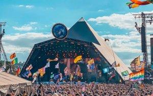 Один из крупнейших музыкальных фестивалей Европы, так называемый британский Вудсток, в 2021 году вновь не состоится из-за пандемии COVID-19. В 2020-м фестиваль  отменили  из-за коронавируса