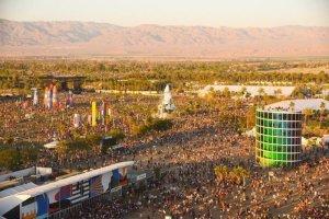 Фестиваль музыки и искусств Coachella (Coachella Valley Music and Arts Festival) отменили. До пандемии это был один из самых популярных фестивалей в США. Три весенних дня в долине Коачелла в Калифорнии сотни тысяч посетителей общались, слушали инди-рок, хип-хоп, электронную и поп-музыку, бывали на арт-выставках.