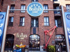Музей The Beatles Story возобновит работу 17 мая и продолжит праздновать свое 30-летие. Юбилей у выставочного комплекса был еще 3 мая 2020 года, но тематические мероприятия были отменены из-за пандемии, сообщает  The Guide Liverpool .  В частности, посетители увидят неизвестные фотографии и новые экспозиции.  Как заявила генеральный менеджер Мэри Чедвик, в музее будут действовать противокоронавирусные ограничения.