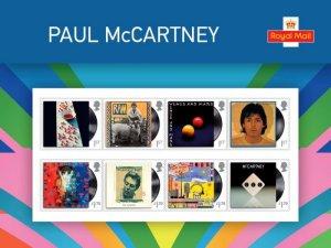 Сегодня Королевская Почта Великобритании объявила о выходе почтовых марок и ограниченной серии сувенрных наборов, посвящённых Полу Маккартни и его музыкальному наследию.