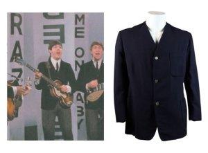 Пиджак Пола Маккартни битловского периода ушел с молотка за $72,5 тыс., говорится в сообщении на сайте  Iconic Auctions .  Темно-синий пиджак был одним из символов перехода музыкантов к новому стилю одежды и отказа от кожаных курток, который произошел в 1963 году. Маккартни надевал его во время выступлений на сцене и телевидении. Раритет сохранился в прекрасном состоянии.  Еще одним лотом был альбом Sgt Pepper's Lonely Hearts Club Band с автографами Пола Маккартни, Джорджа Харрисона и Ринго Старра. Он продан почти за $15,6 тыс.